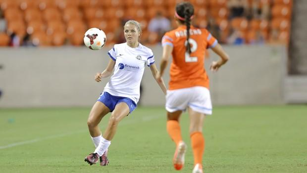 Melissa in action for FC Kansas City against her current team Houston Dash. Photo: Anthony Vasser / Houston Dash
