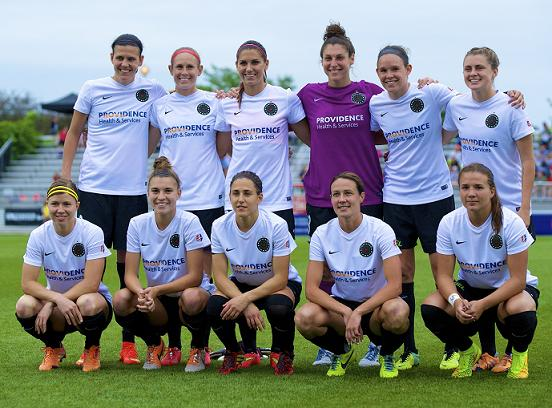 Amber (far right on the front row) lines up with the Portland Thorns last season. Photo: Ashley J. Palmer