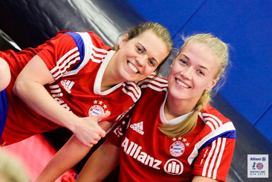 Dagný (right) alongside Bayern teammate Katharina Baunach. Photo courtesy of FC Bayern.