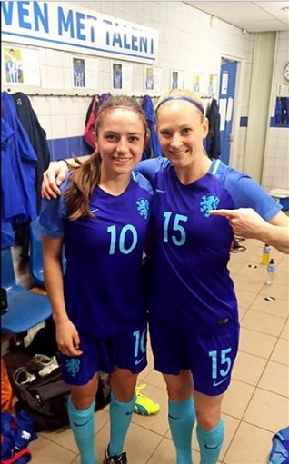 Claudia (right) with Netherlands teammate Daniëlle van de Donk. instagram.com/claussie85