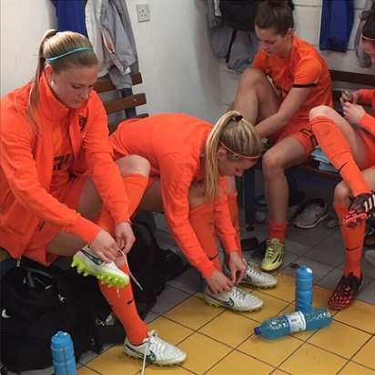 Claudia (left) with her Dutch teammates, pre-game. instagram.com/claussie85/