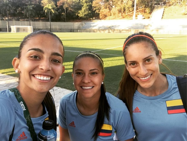 Isa (left) with Colombia teammates Tatiana Ariza (centre) and Melissa Ortiz (right).