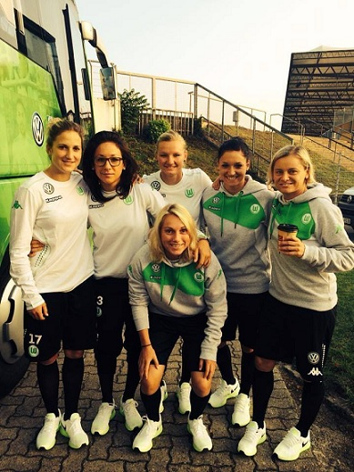 Selina (second from right) and her teammates back in her Wolfsburg days.